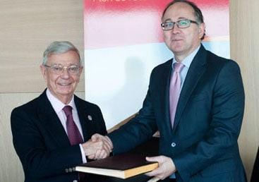 La AARAG firma un convenio de colaboración con Iberia