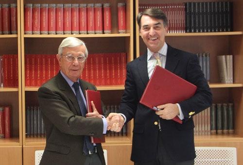 Firma de convenio con la Fundación Carolina