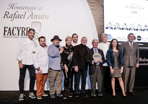 Gran homenaje del mundo de la gastronomía a Rafael Ansón
