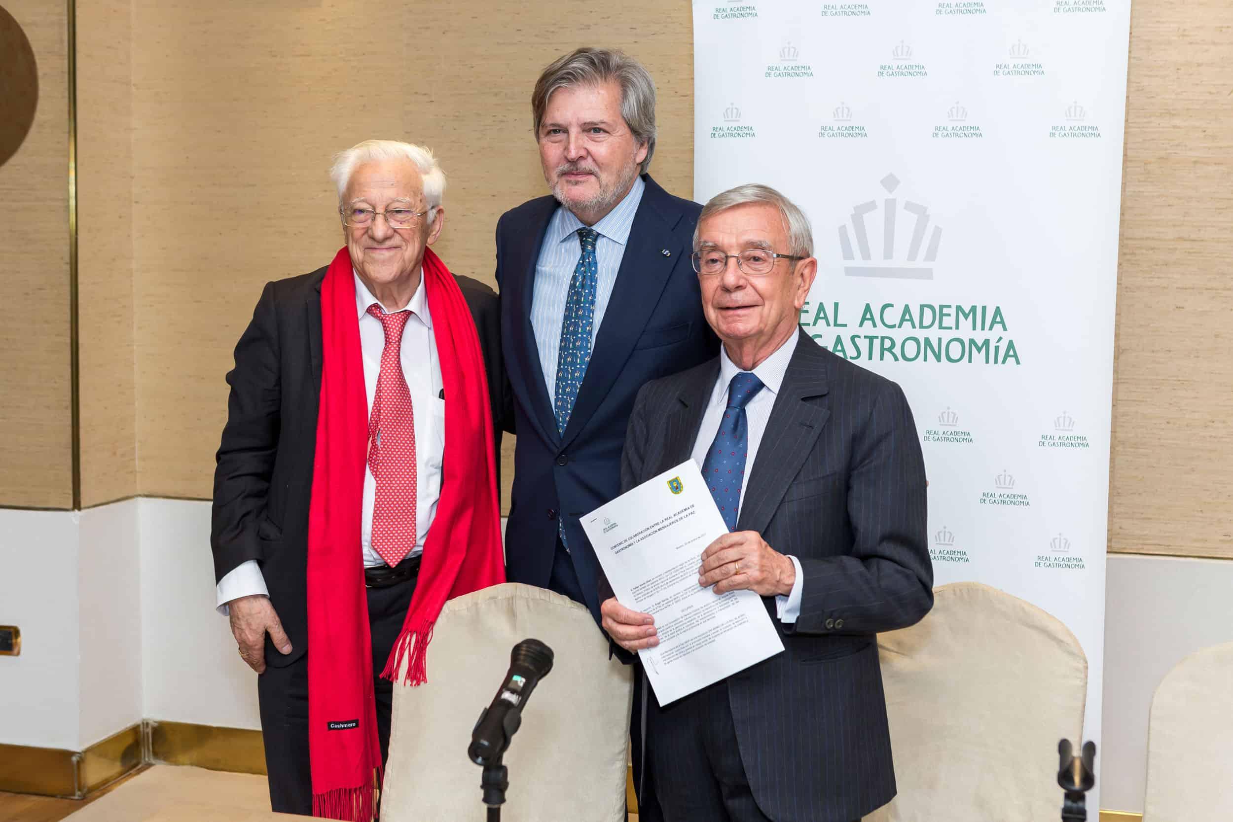 La RAG firma un convenio con Mensajeros de la Paz